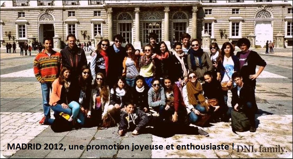Le prmier groupe de DNL et leurs professeurs à Madrid devant le Palacio Real